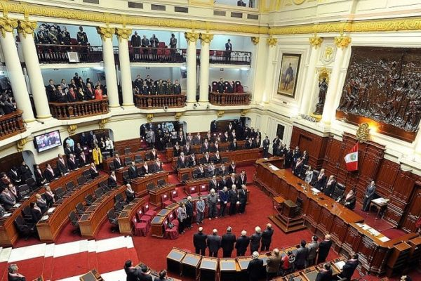 Vizcarra critica duramente eliminación de inmunidad parlamentaria aprobada por el Congreso