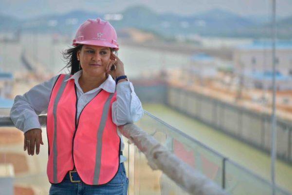 Una mujer asume por primera vez la subadministración del Canal de Panamá