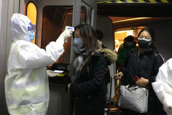 Wuhan se reabre al mundo con miedo a casos de coronavirus importados