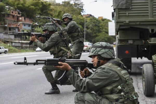 Colombia prueba su poder militar en zona fronteriza con Venezuela