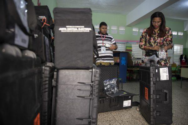 República Dominicana suspendió elección municipal por falla informática