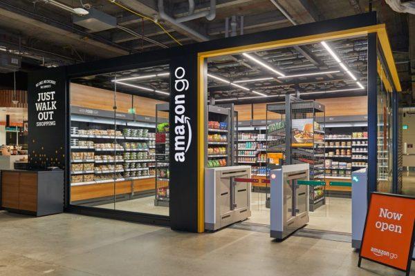 Amazon abre en EE.UU. su primer supermercado sin cajeros humanos