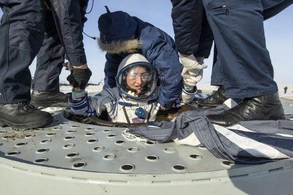 Una astronauta de EE.UU. regresa a la Tierra tras batir el récord femenino de permanencia en el espacio