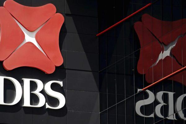 Banco DBS evacúa 300 empleados de su sede en Singapur por caso coronavirus