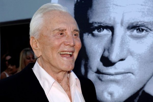 Se fue Kirk Douglas, un hombre que cambió al cine y se hizo a pulso una leyenda