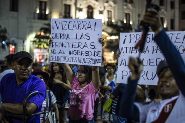 Cientos de peruanos marcharon contra migración venezolana con mensajes xenófobos