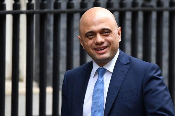 Dimite ministro británico de finanzas en plena reestructuración gubernamental