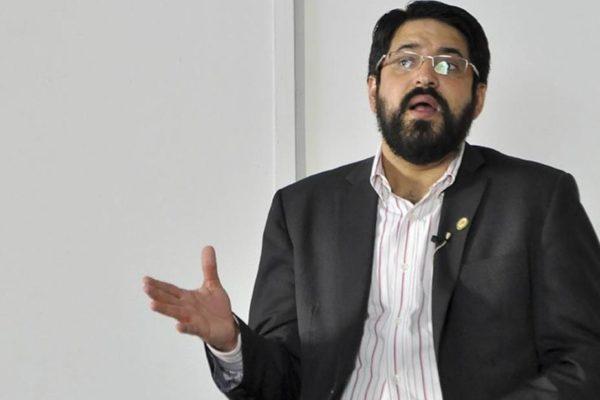 Oliveros: PIB de Venezuela podría contraerse 25% en 2020