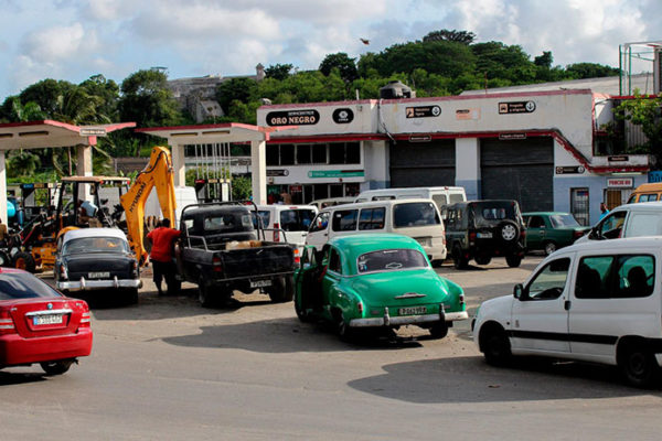 Cuba venderá más barato el combustible a transportistas que a particulares