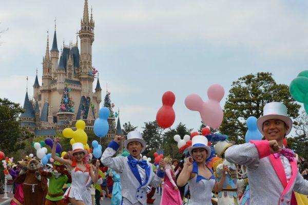 Parques de Disney en Tokio cerrarán por dos semanas, ante temores por coronavirus