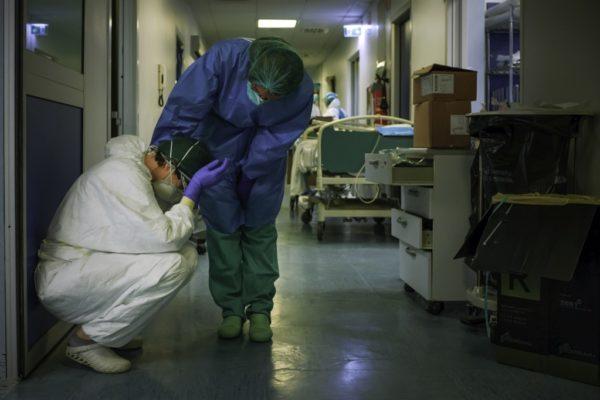 Italia registra cerca de 1.000 muertes en 24 horas por coronavirus