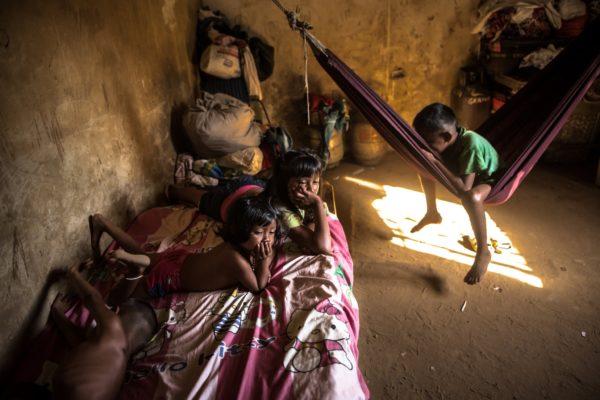 Se estima que un millón de niños venezolanos fueron dejados atrás por la migración