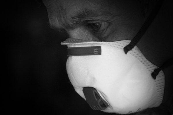 El coronavirus desata una carrera despiadada entre países por conseguir mascarillas