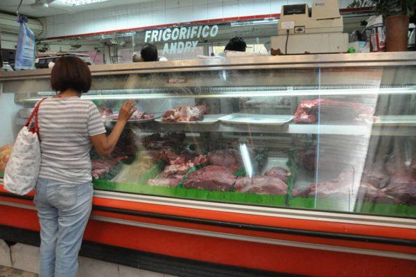 «No es regulación, sino concertación»: instalan mesas de trabajo para fijar precios de carnes y cereales