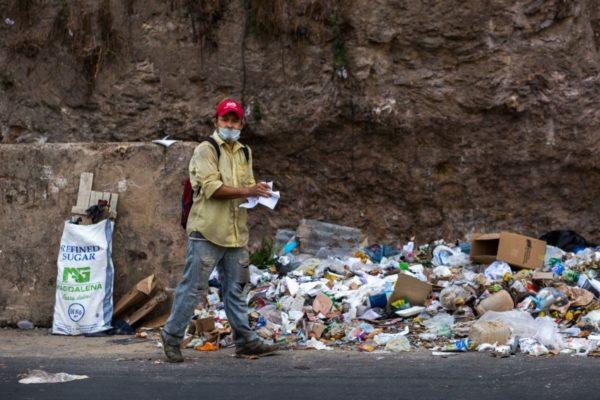 Venezolanos retan al #COVID19 para buscar alimentos y medicinas en Colombia