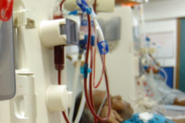 Cierre de vías y escasez de gasolina compromete diálisis de pacientes renales