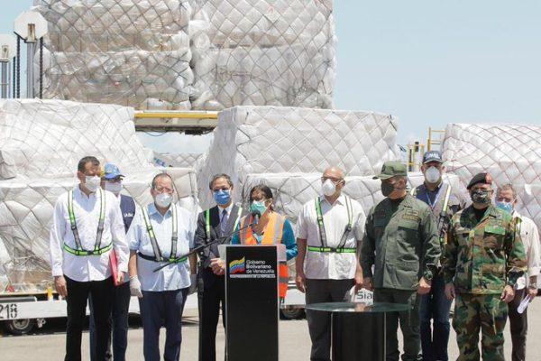 Delcy Rodríguez recibe nueva carga de ayuda técnica humanitaria de China