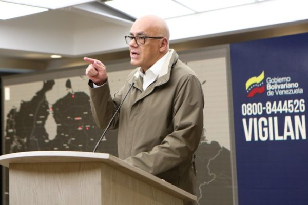 Jorge Rodríguez reportó 10 casos nuevos: levantar la cuarentena es un «grave riesgo»