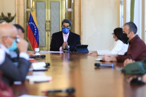 Maduro ordena reforzar seguridad epidemiológica en frontera con Brasil