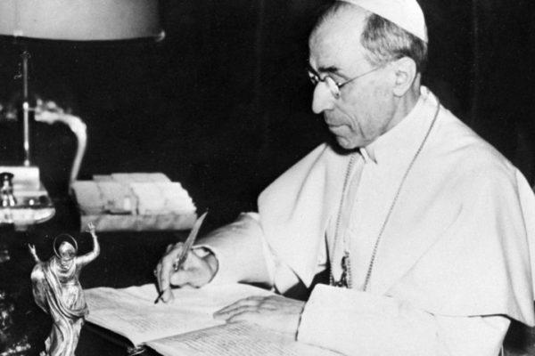 Iglesia abre otro frente de polémicas por revelación de archivos de Pío XII