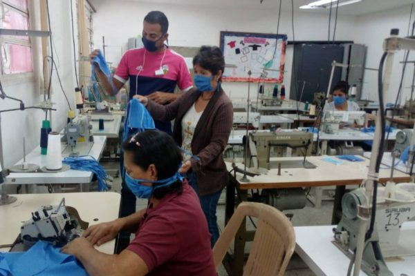 Inces promueve fabricación artesanal de tapabocas en 16 estados