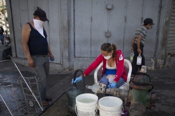 El suplicio por agua y combustible obliga a desafiar una «cuarentena con hambre»