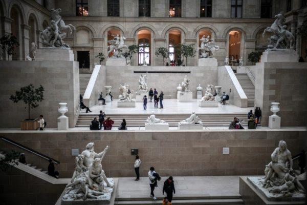 El coronavirus cerró el Museo del Louvre en París este 1 de marzo