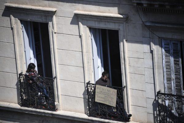 Francia prolonga el confinamiento más allá del 15 de abril