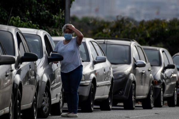 Sin gasolina: Caracas y Miranda amanecen entre colas kilométricas y protestas por falta de combustible