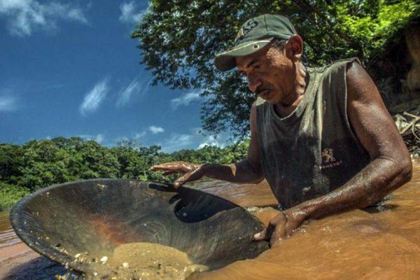 Caída del petróleo presiona minería amazónica que eleva riesgo de expansión del #Covid19
