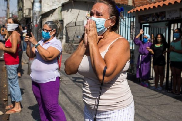 Crónica | Venezolanos temen tanto a la ruina económica como al coronavirus