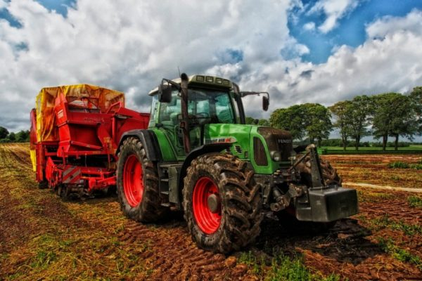 Fedenaga: Más de 15.000 tractores están parados por falta de diésel