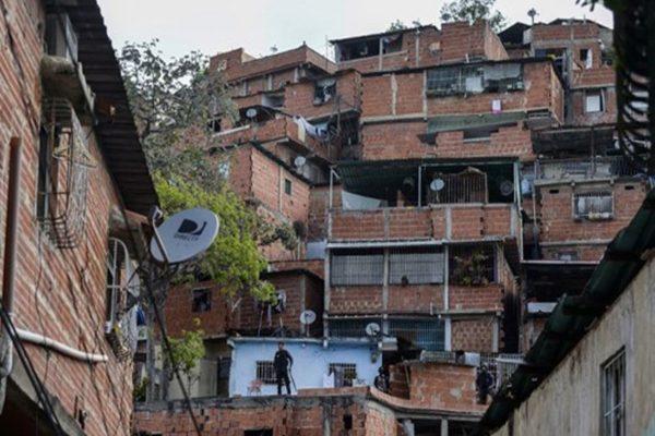 Chavismo y oposición se acusan mutuamente por salida de DirecTV