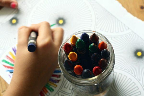 Niños transmiten poco el Covid-19 en la escuela, según estudio