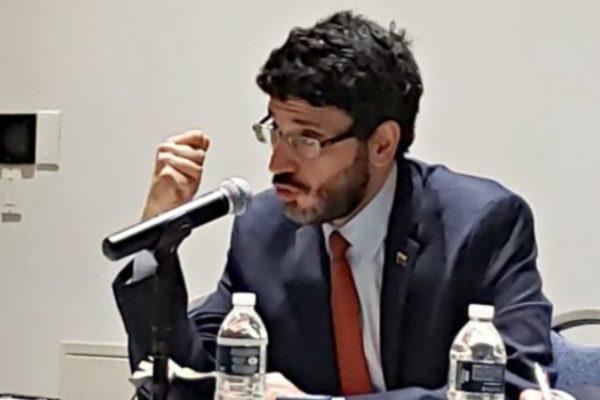 Ex procurador Hernández: «los muros de defensa de Citgo están débiles y fracturados»