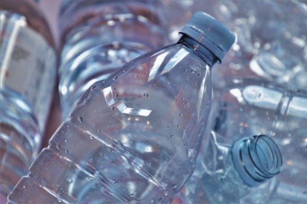 La debacle del sector plástico: consumo ha caído 75% y se ha perdido 67% de la fuerza laboral
