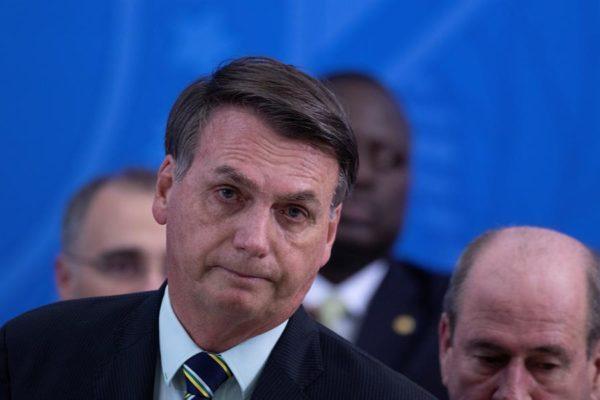 Demandan a Bolsonaro por poner en riesgo a periodistas al anunciar su contagio