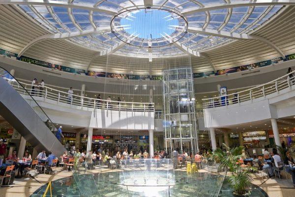 Despliegan a policías en centros comerciales para revisar protocolos de prevención del #Covid19