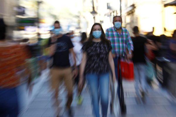 Casos de #Covid aumentan casi 40% en una semana y la cuarentena se radicaliza en el país