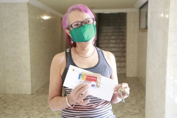 Banco de Venezuela realizó entrega de tarjetas de débito a pensionados en sus hogares