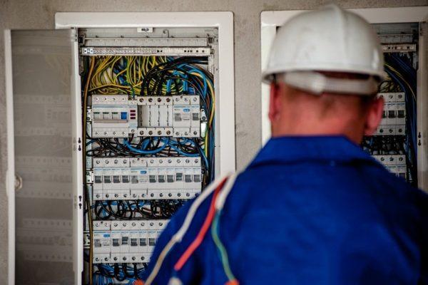 Bancos invierten para blindarse ante posibles fallas del servicio eléctrico
