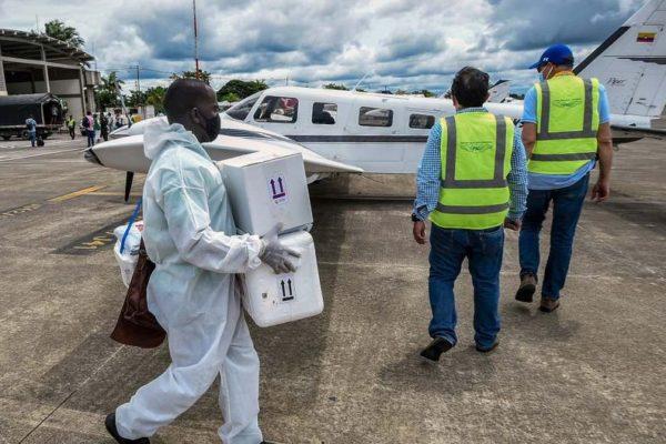 En avionetas privadas socorren zonas apartadas y golpeadas por pandemia en Colombia