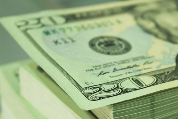 Dólar oficial registra leve alza para abrir este miércoles en Bs.203.639,64/US$