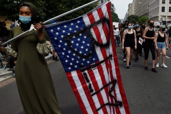 Otro crimen policial racista en Atlanta reaviva protestas violentas en EEUU
