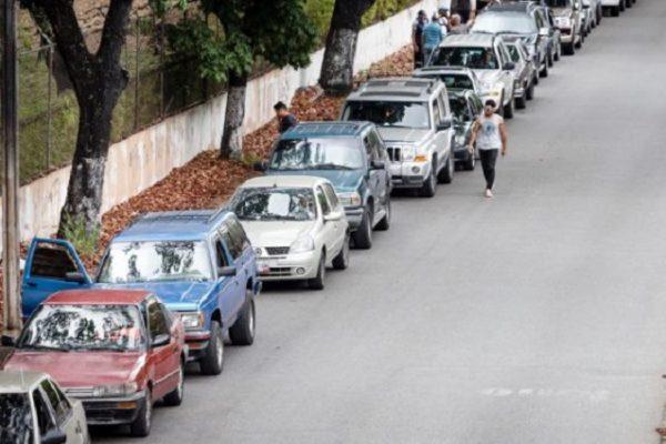 Jornada electoral transcurrió con más filas para surtir gasolina que para votar