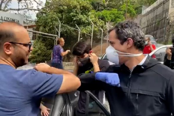 Guaidó en la calle llama a no acostumbrarse a la crisis, sino a rebelarse