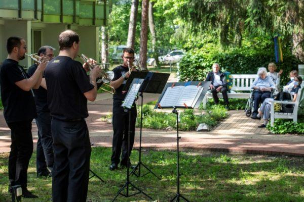 Los músicos improvisan para sobrevivir con el coronavirus