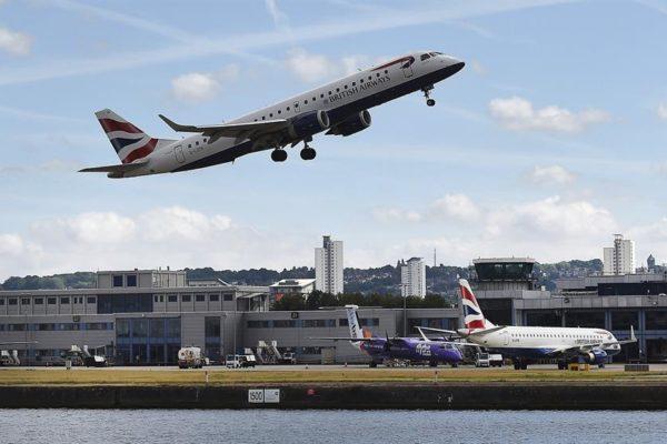 Aeropuerto de la Ciudad de Londres reanudará vuelos domésticos a final de mes