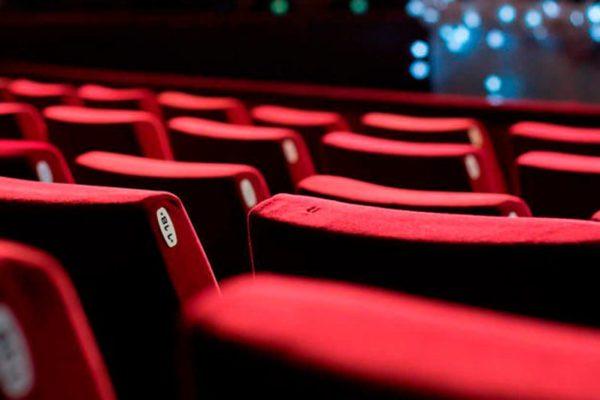 Salas de cine podrían reabrir en diciembre con entre 40% y 50% de aforo