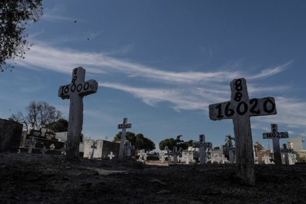 Latinoamérica supera los 100.000 muertos por Covid-19 y la OMS pide más alerta